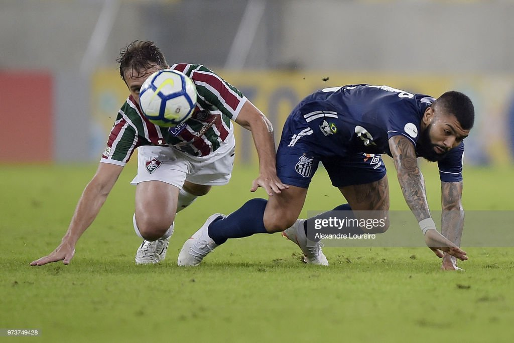 Luan Peres (L) of Fluminense struggles for the ball with Gabriel Barbosa of Santos during the match between Fluminense and Santos as part of Brasileirao Series A 2018 at Maracana Stadium on June 13, 2018 in Rio de Janeiro, Brazil.