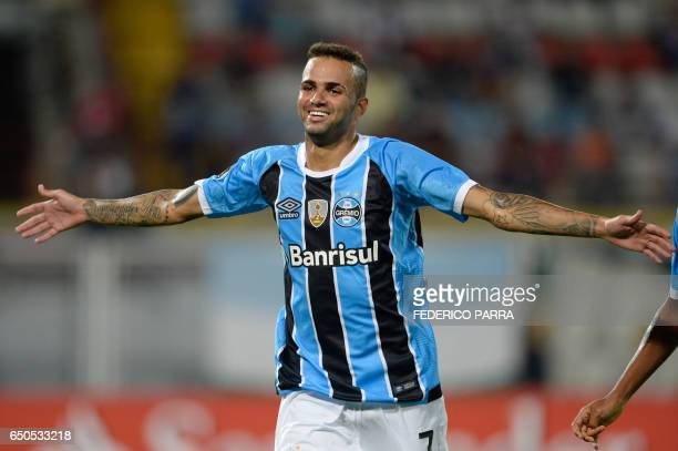 Luan Vieira of Brazil's Gremio celebrates after scoring against Venezuela's Zamora during their Copa Libertadores 2017 football match held at the...