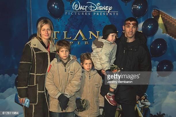 Luana et Paul Belmondo avec leurs trois fils Alessandro Victor et Giacomo