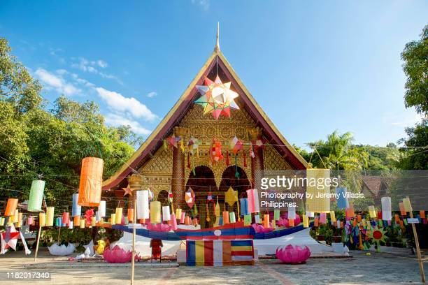 luang prabang' wat xieng mouane during the festival of lights - laotian culture stock pictures, royalty-free photos & images