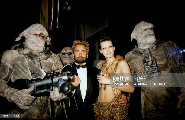 """Luc Besson et Milla Jovovich le 7 mai 1997 à la soirée """"Le Cinquième Élément"""" à Cannes, France."""