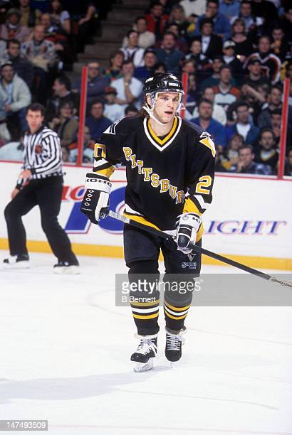 Luc Robitaille of the Pittsburgh Penguins skates on the ice during an NHL game against the Philadelphia Flyers on March 5, 1995 at the Spectrum in...
