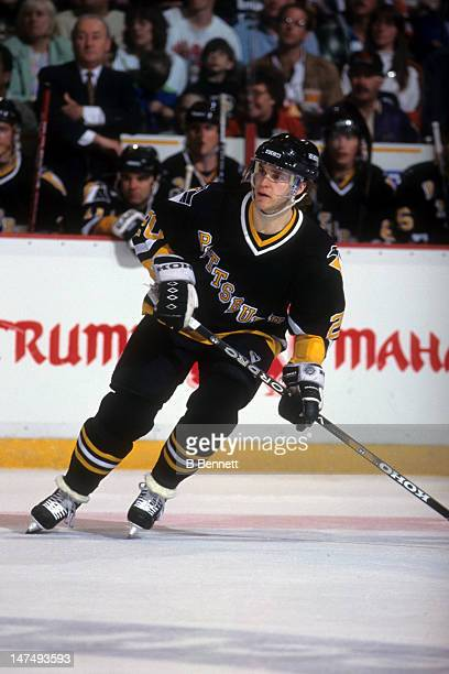 Luc Robitaille of the Pittsburgh Penguins skates on the ice during an NHL game against the Philadelphia Flyers on April 16, 1995 at the Spectrum in...