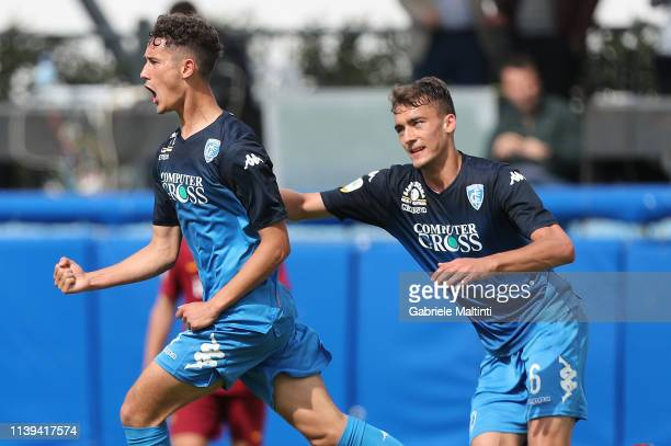 Luca Belardinelli of Empoli FC U19 celebrates after scoring a goal during the Serie A Primavera match between Empoli U19 and AS Roma U19 on April 26...