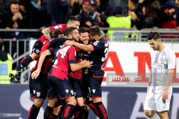 Luca Ceppitelli of Cagliari celebrates his goal 10 with the teammates during the Serie A match between Cagliari and FC Internazionale at Sardegna...
