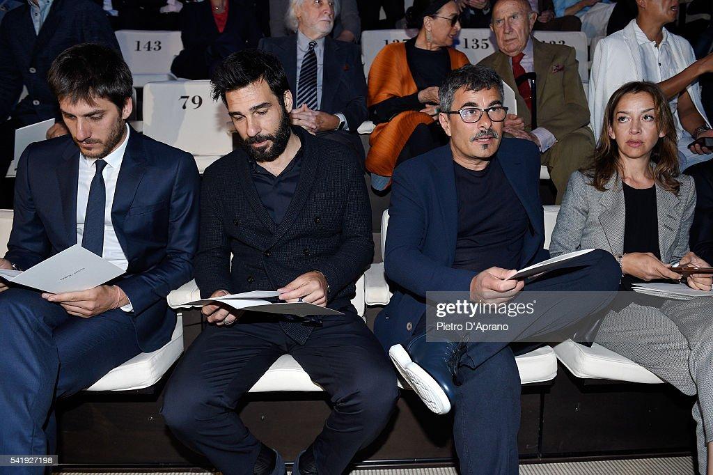 Giorgio Armani - Front Row - Milan Men's Fashion Week SS17 : News Photo