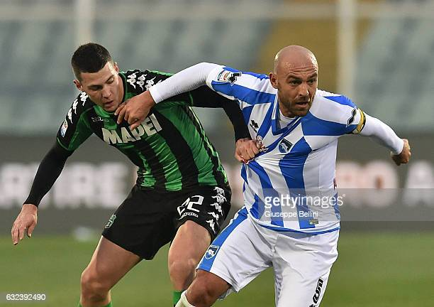 Luca Mazzitelli of US Sassuolo and Alessandro Bruno of Pescara Calcio in action during the Serie A match between Pescara Calcio and US Sassuolo at...