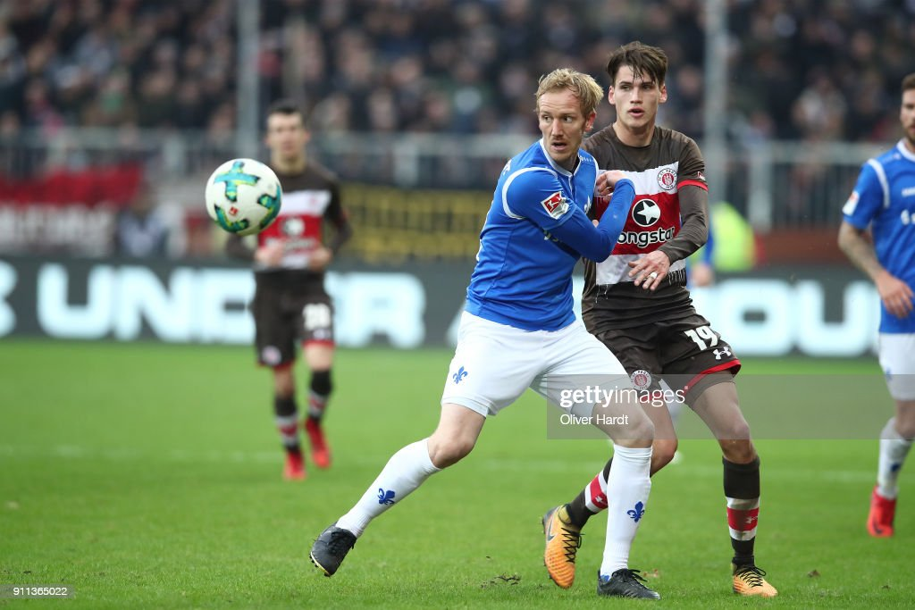 Luca Milan Zander (R) of Pauli and Jan Rosenthal (L) of Darmstadt compete for the ball during the Second Bundesliga match between FC St. Pauli and SV Darmstadt 98 at Millerntor Stadium on January 28, 2018 in Hamburg, Germany.