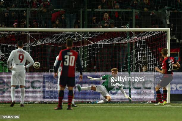 Luca Miracoli of SS Sambenedettese shot the penalty for the 02 during the Lega Pro 17/18 group B match between Teramo Calcio 1913 and SS...