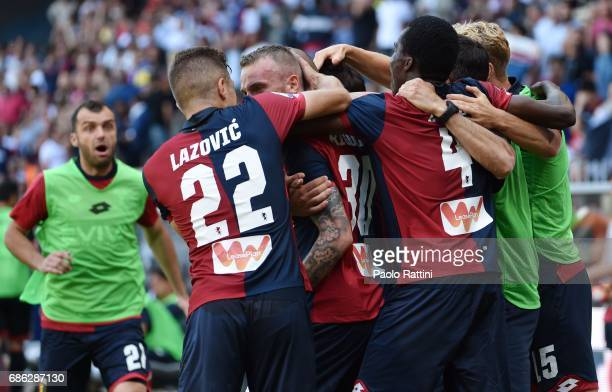 Luca Rigoni of Genoa celebrates with teammates after scoring a goal 10 during the Serie A match between Genoa CFC and FC Torino at Stadio Luigi...