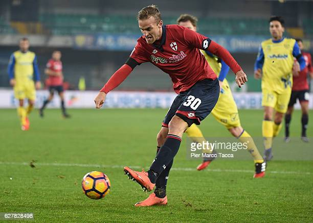 Luca Rigoni of Genoa CFC in action during the Serie A match between AC ChievoVerona and Genoa CFC at Stadio Marc'Antonio Bentegodi on December 5 2016...
