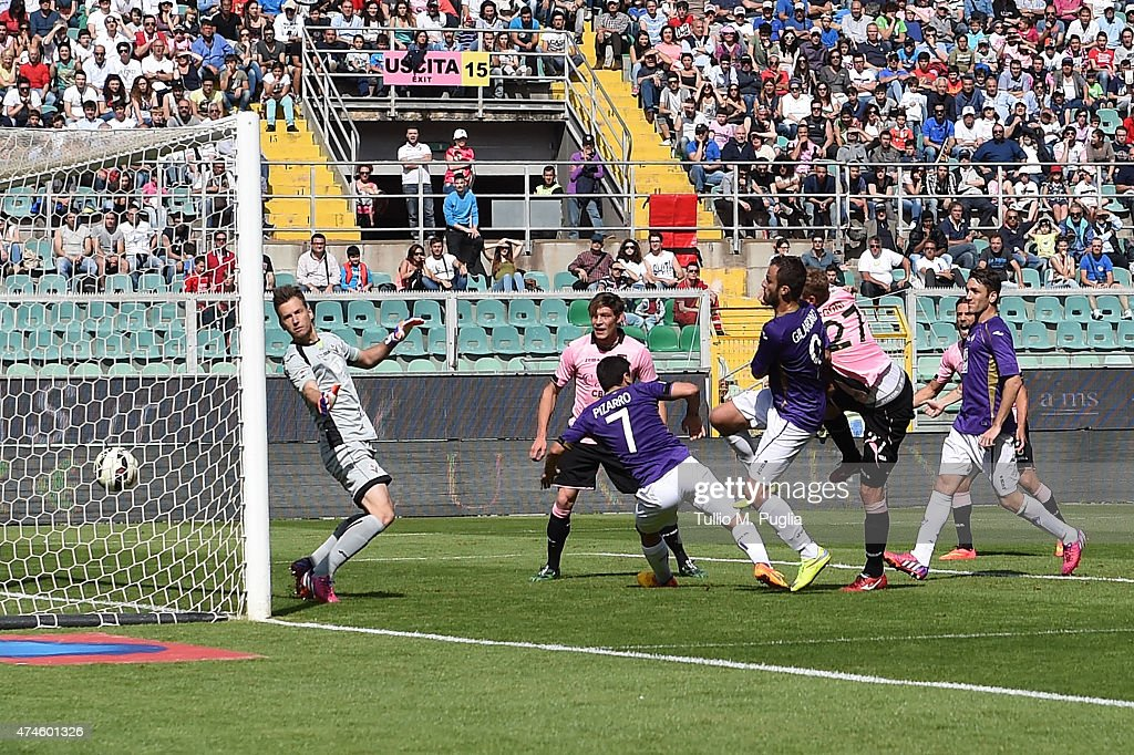 Luca Rigoni of Palermo scores the second equalizing goal (2-2) during the Serie A match between US Citta di Palermo and ACF Fiorentina at Stadio Renzo Barbera on May 24, 2015 in Palermo, Italy.