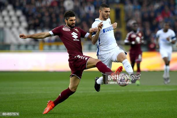 Luca Rossettini of FC Torino tackles Mauro Icardi of FC Internazionale during the Serie A match between FC Torino and FC Internazionale at Stadio...