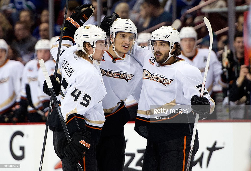 Anaheim Ducks v Vancouver Canucks : News Photo