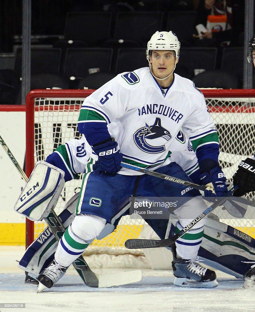 Vancouver Canucks v New York Islanders : Foto di attualità