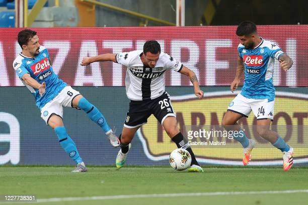 Luca Siligardi of Parma Calcio battles for the ball with Lorenzo Insigne and Mario Rui of SSC Napoli during the Serie A match between Parma Calcio...