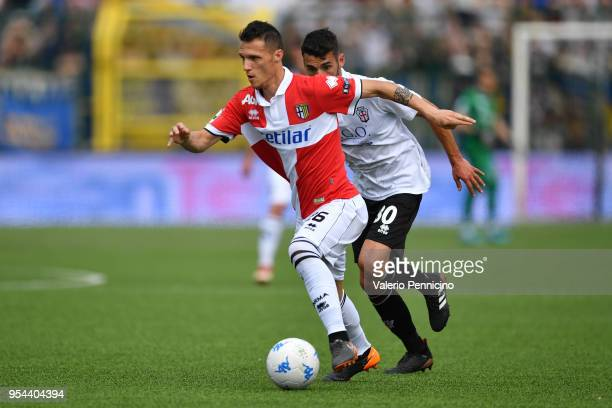 Luca Siligardi of Parma Calcio in action during the serie B match between Pro Vercelli FC and Parma Calcio at Stadio Silvio Piola on April 28 2018 in...