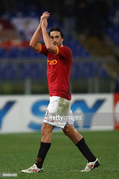 Luca Toni of AS Roma applauds the fans as he leaves the field during the Serie A match between Roma and Chievo at Stadio Olimpico on January 9 2010...