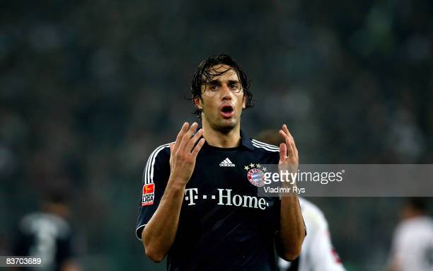 Luca Toni of Bayern reacts after missing a chance during the Bundesliga match between Borussia Moenchengladbach and FC Bayern Muenchen at the...