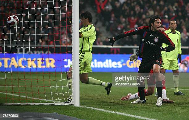 Luca Toni of Bayern scores 10 during the UEFA Cup Group F match between Bayern Munich and Aris Saloniki at the Allianz Arena on December 19 2007 in...
