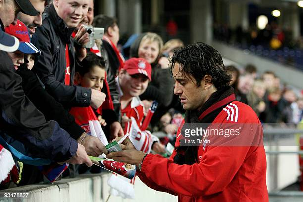 Luca Toni of Muenchen gives autographes to fans prior to the Bundesliga match between Hannover 96 and FC Bayern Muenchen at AWDArena on November 29...