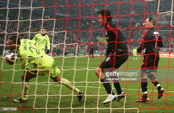 Luca Toni of Munich scores the 3rd goal during the UEFA Cup Group F match between Bayern Munich and Aris Saloniki at the Allianz Arena on December 19...