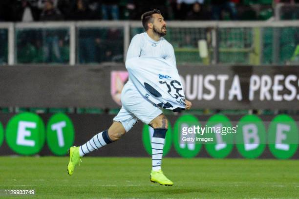 Luca Tremolada of Brescia celebrates after scoring the equalizing goal during the Serie B match between US Citta di Palermo and Brescia at Stadio...