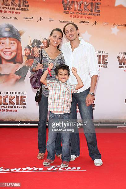 Luca Verhoeven with wife Stephanie and son Patrice at the Premiere Of Vicky the Viking In Mathäser cinema in Munich