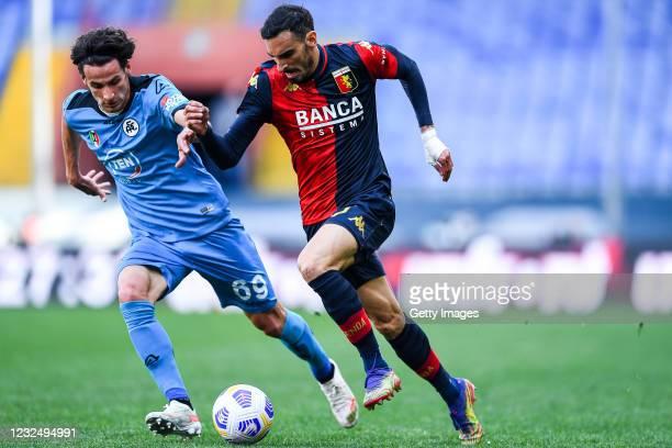 Luca Vignali of Spezia and Davide Zappacosta of Genoa vie for the ball during the Serie A match between Genoa CFC and Spezia Calcio at Stadio Luigi...