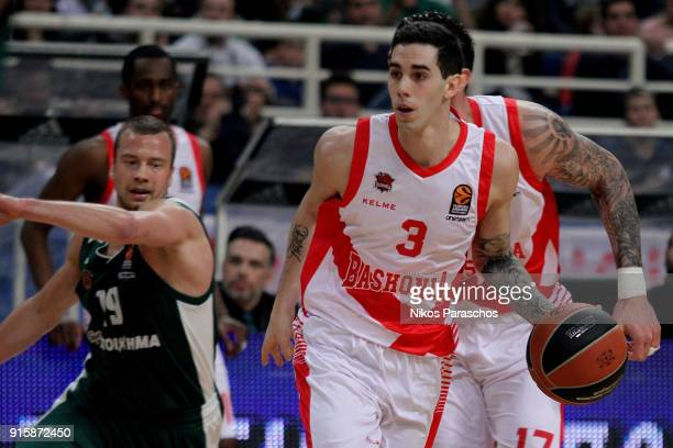 Luca Vildoza #3 of Baskonia Vitoria Gasteiz in action during the 2017/2018 Turkish Airlines EuroLeague Regular Season Round 22 game between...