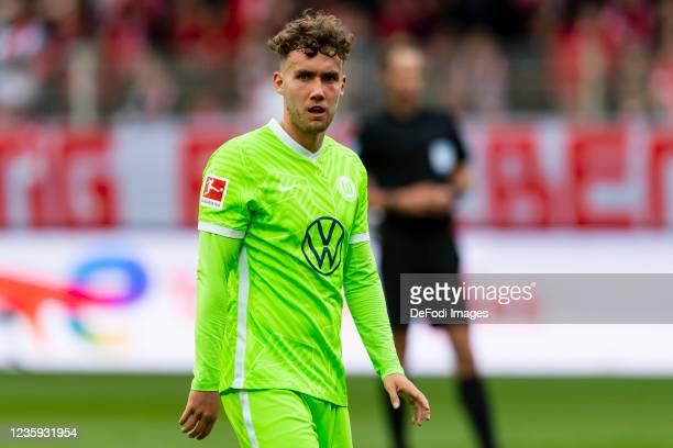 Luca Waldschmidt of VfL Wolfsburg looks on during the Bundesliga match between 1. FC Union Berlin and VfL Wolfsburg at Stadion An der Alten...