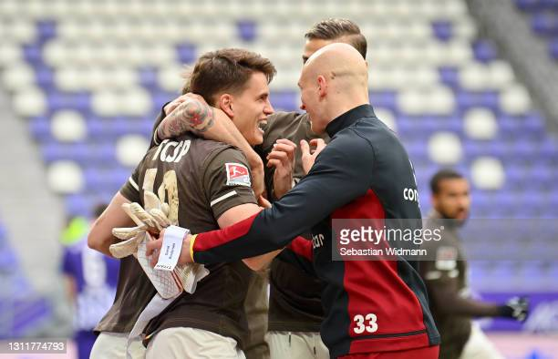 Luca Zander of St Pauli celebrates with Svend Brodersen and teammates after scoring their team's first goal during the Second Bundesliga match...