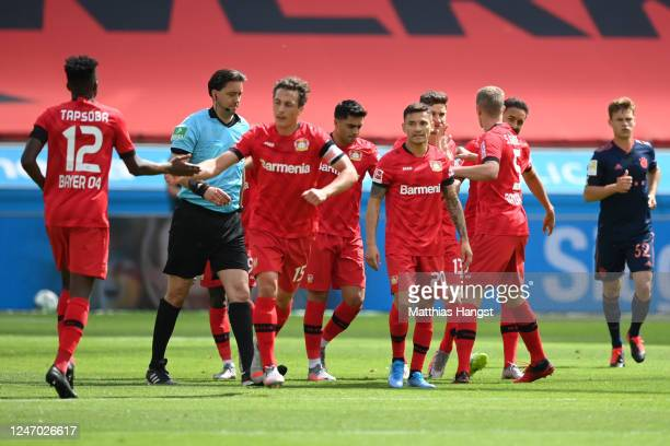 Lucas Alario of Leverkusen celebrates his team's first goal with teammates during the Bundesliga match between Bayer 04 Leverkusen and FC Bayern...