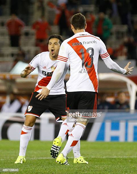 Lucas Alario of River Plate celebrates with his teammate Leonardo Pisculichi after scoring the first goal of his team during a first leg match...