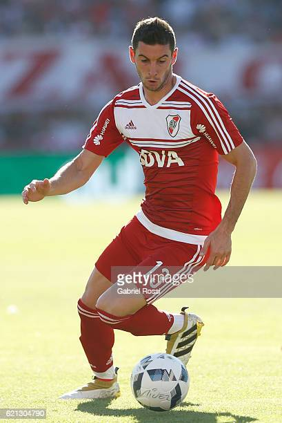Lucas Alario of River Plate drives the ball during a match between River Plate and Estudiantes as part of Torneo Primera Division 2016/17 at Tomas...