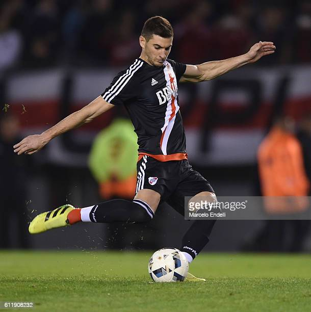 Lucas Alario of River Plate kicks the ball during a match between River Plate and Velez Sarsfield as part of fifth round of Campeonato de Primera...