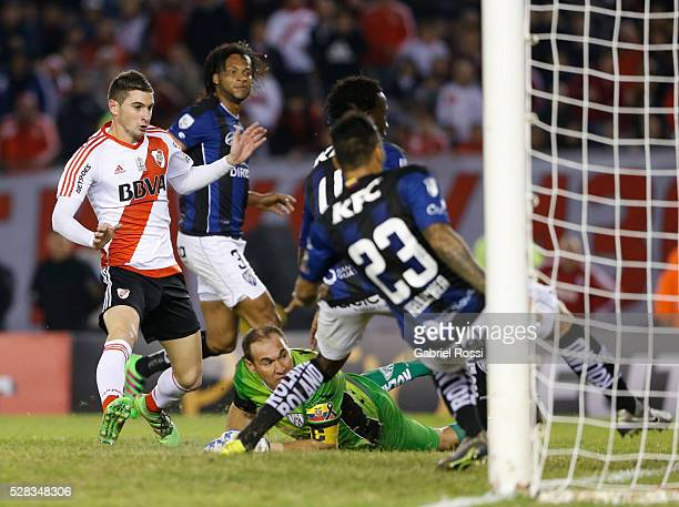 Lucas Alario of River Plate kicks the ball to score the first goal of his team during a second leg match between River Plate and Independiente del...