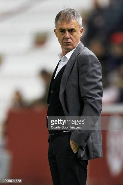 Lucas Alcaraz Manager of Albacete Balompie looks on during the La Liga SmartBank match between Albacete Balompie and Rayo Vallecano at Carlos...