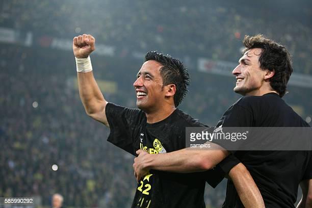 Lucas Barrios Borussia Dortmund und Mats Julian Hummels Borussia Dortmund Borussia Dortmund feiert die deutsche Fussballmeisterschaft durch den Sieg...