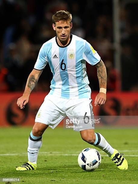 Lucas Biglia of Argentina drives the ball during a match between Argentina and Uruguay as part of FIFA 2018 World Cup Qualifiers at Malvinas...