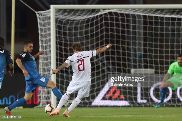 Lucas Biglia of Empoli FC scores the opening goal during the serie A match between Empoli and AC Milan at Stadio Carlo Castellani on September 27...