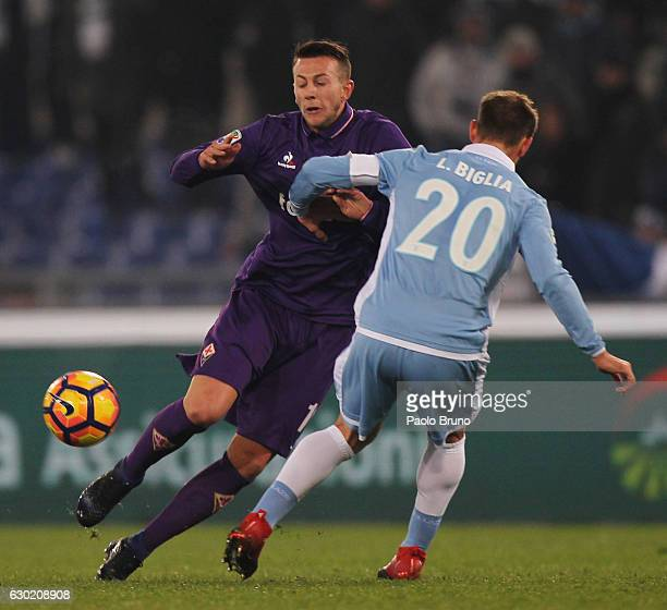 Lucas Biglia of SS Lazio competes for the ball with Federico Bernardeschi of ACF Fiorentina during the Serie A match between SS Lazio and ACF...