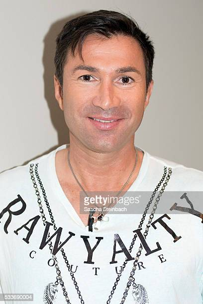 Lucas Cordalis poses during the photocall 'Daniela Katzenberger Mit Lucas im Hochzeitsfieber' at Hyatt on May 23 2016 in Cologne Germany Daniela...