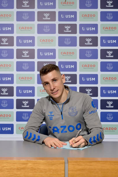 GBR: Lucas Digne Signs a New Contract at Everton