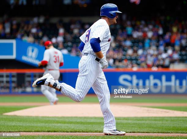 Lucas Duda of the New York Mets runs the bases after his second inning home run against Lance Lynn of the St. Louis Cardinals on July 20, 2017 at...