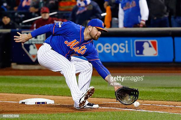 Lucas Duda of the New York Mets tags out Starlin Castro of the Chicago Cubs to end the top half of the fourth inning during game two of the 2015 MLB...