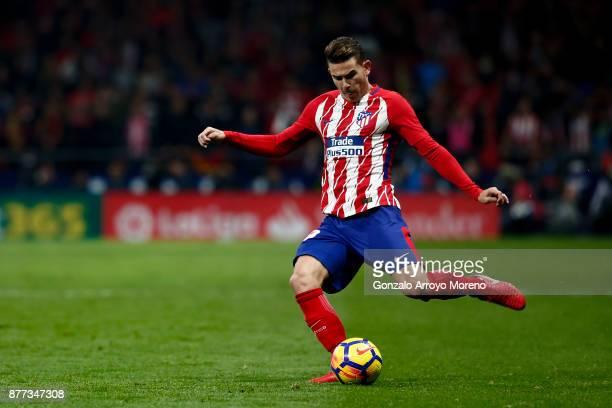Lucas Hernandez of Atletico de Madrid controls the ball during the La Liga match between Club Atletico Madrid and Real Madrid CF at Estadio Wanda...