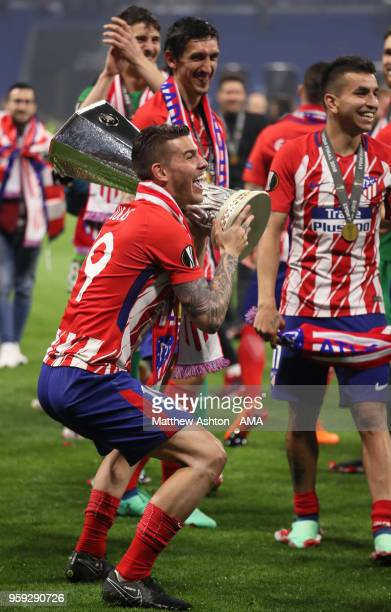 Lucas Hernandez of Atletico Madrid celebrates with the trophy and teammates at the end of the UEFA Europa League Final between Olympique de Marseille...