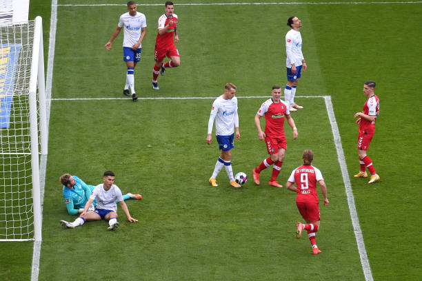 DEU: Sport-Club Freiburg v FC Schalke 04 - Bundesliga