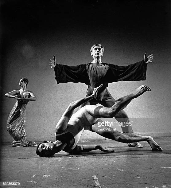 Lucas Hoving Dance Company performers Nancy Lewis Chase Robinson and Lucas Hoving in Icarus in 1965
